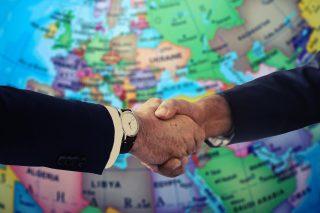 handshake-4229703_1920